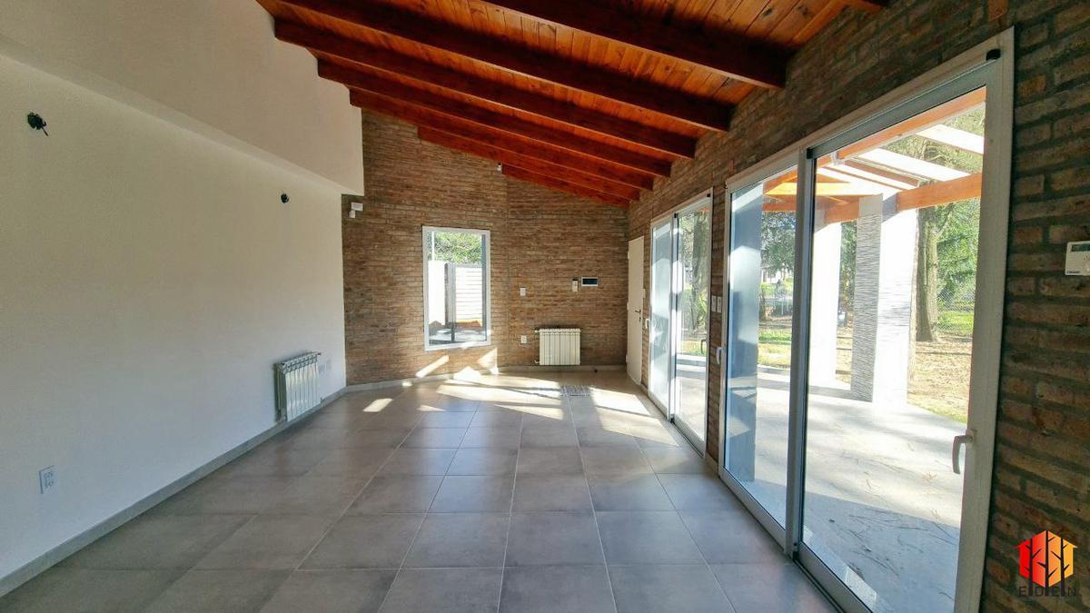 Foto Casa en Venta en  Funes ,  Santa Fe  San Nicolás y A. Illia