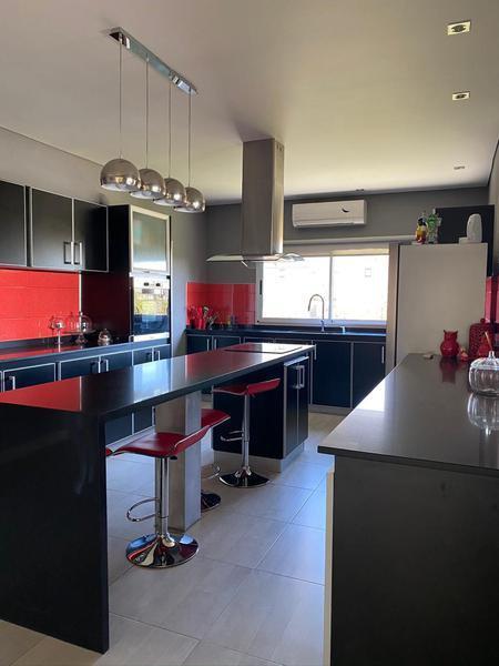 Foto Casa en Venta en  Country Santa Rita,  Countries/B.Cerrado (San Vicente)  Hermosa casa en Club de campo Santa Rita