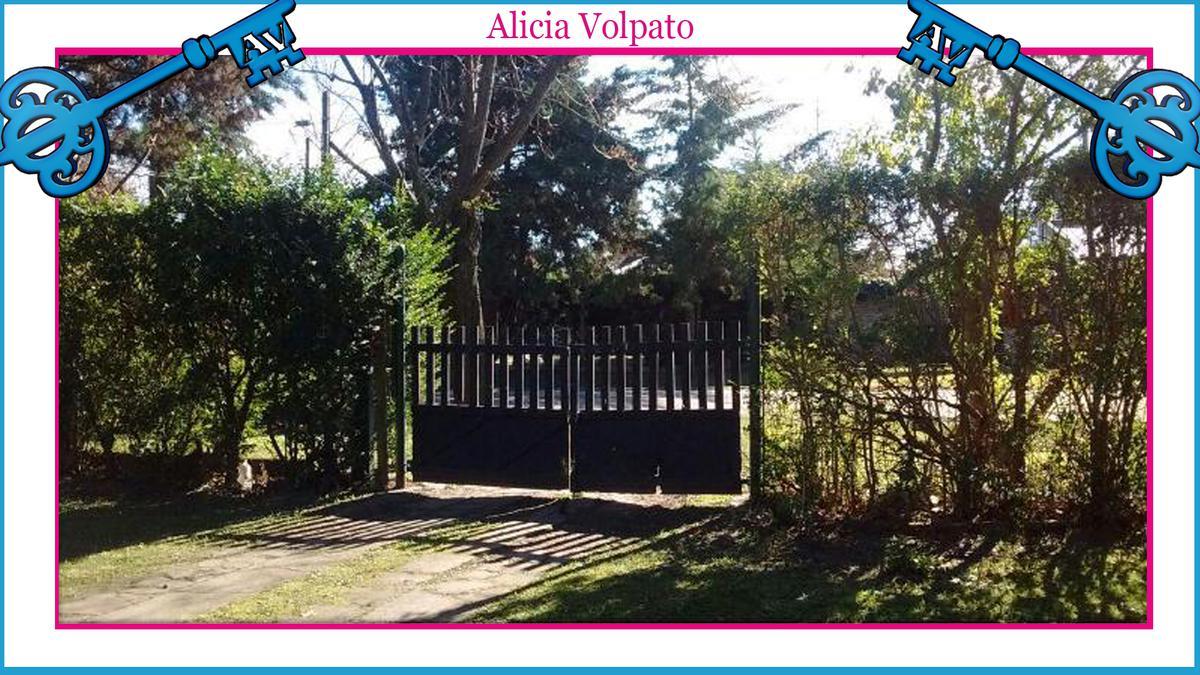 Foto Casa en Venta en  Centro Agricola El Pato,  Berazategui  Calle al 200