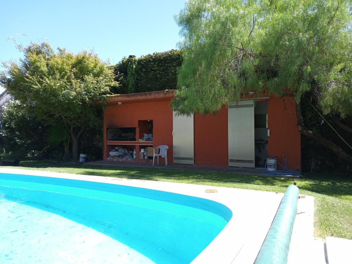 Foto Casa en Venta en  Fisherton,  Rosario    Wilde 1280 bis