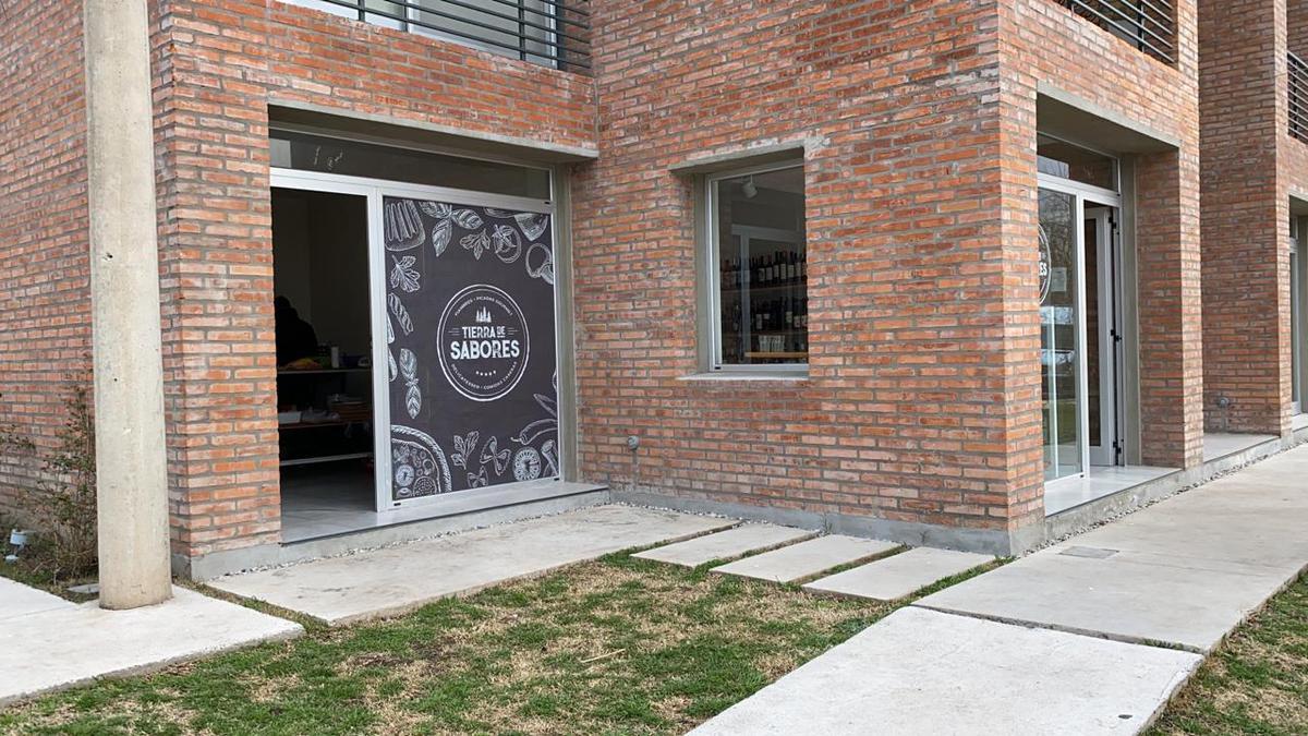 Foto Local en Venta en  Fisherton,  Rosario  Alippi al 9200