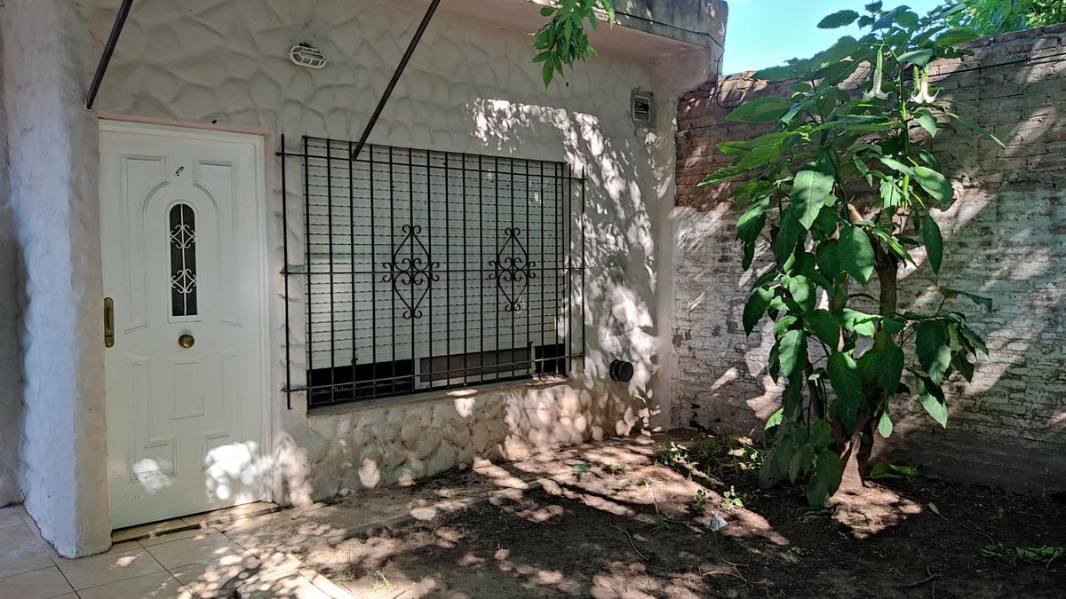Foto PH en Alquiler en  Paravi,  Belen De Escobar  ALMAFUERTE Nº 411