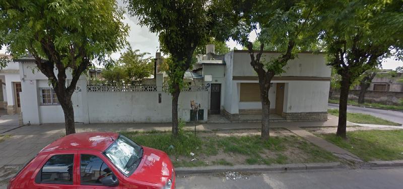 Foto Casa en Venta en  Lanusse,  Lujan  San Vicente esquina Independencia, 2 Propiedades