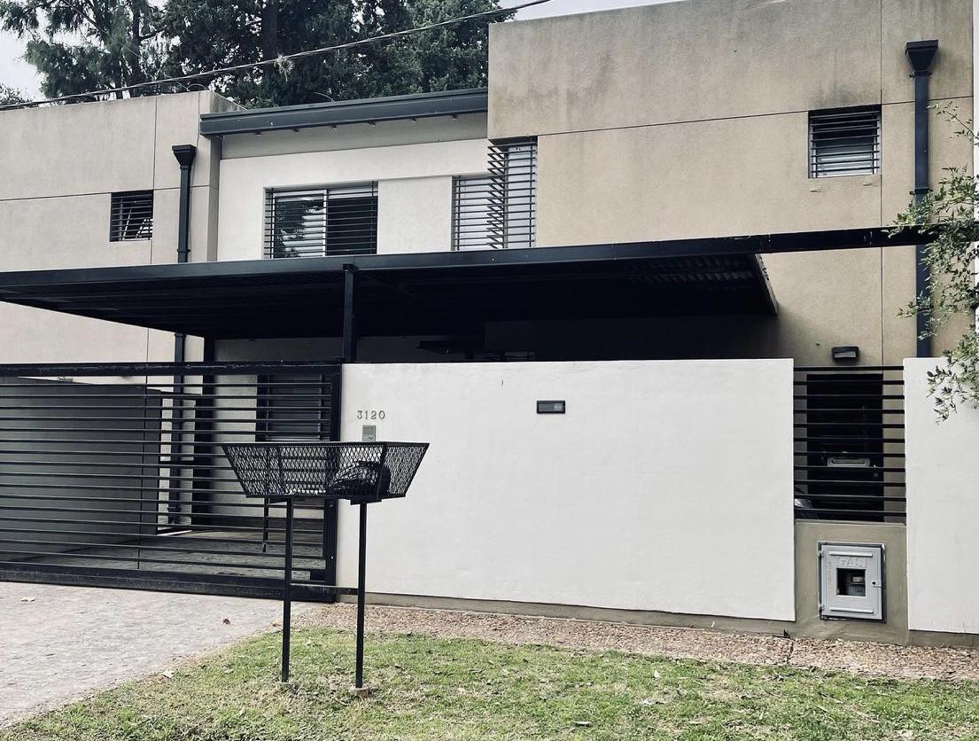 Foto Casa en Venta en  City Bell,  La Plata  461 entre 26 y 27