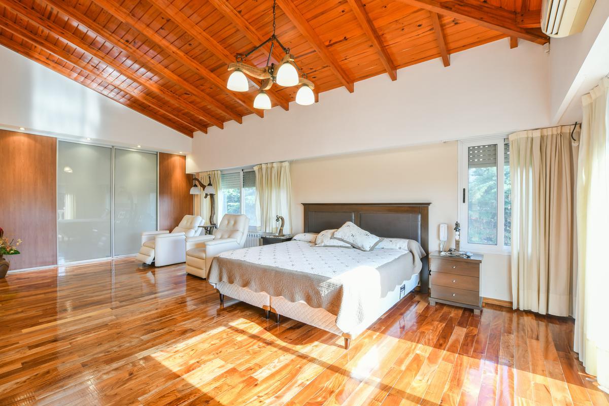 Casa de 4 dormitorios - Pileta - Aldea - Moderna - Fisherton