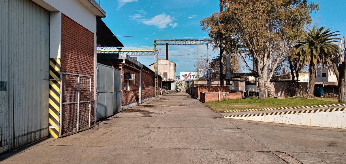Foto Depósito en Venta | Alquiler en  El Talar,  Tigre  Hipolito Yrigoyen al 2400