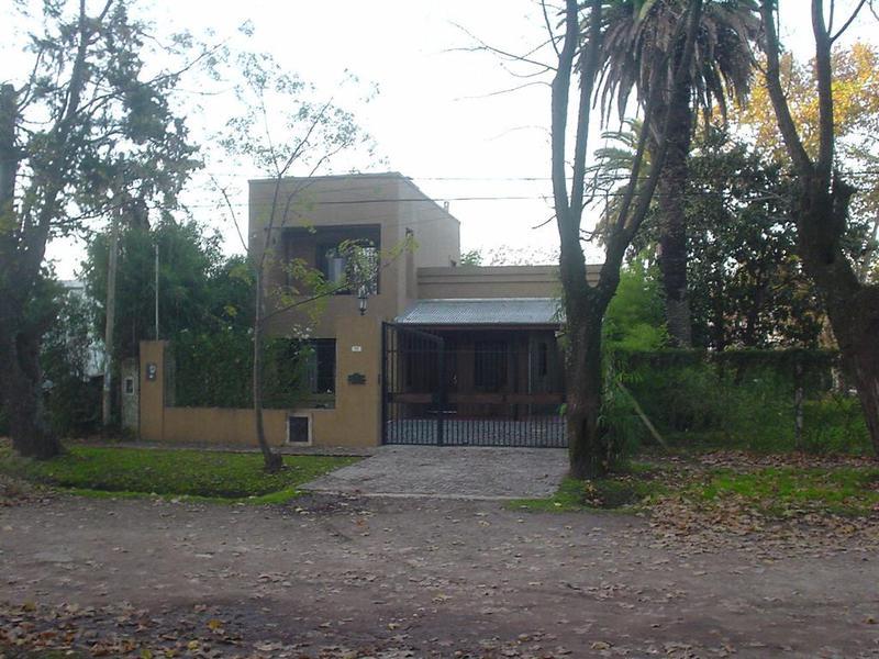 Foto Casa en Venta en  Bella Vista,  San Miguel  AVENIDA FRANCIA AL 600 BELLA VISTA - EXCELENTE CASA EN MUY BUENA UBICACION