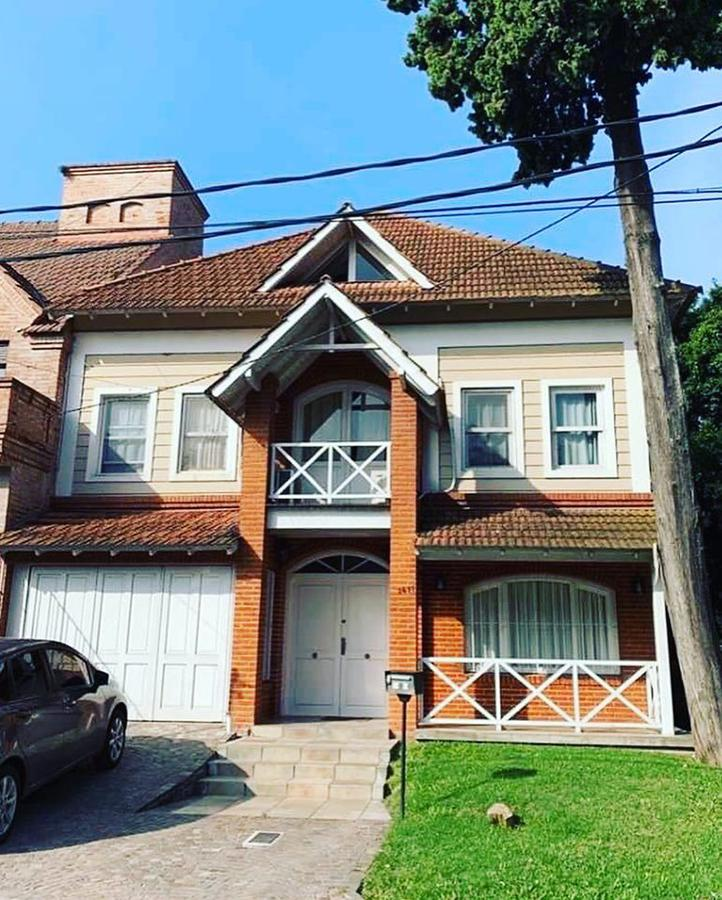 Foto Casa en Venta en  Mart.-Libert./Rio,  Martinez  Ladislao martinez al 1400