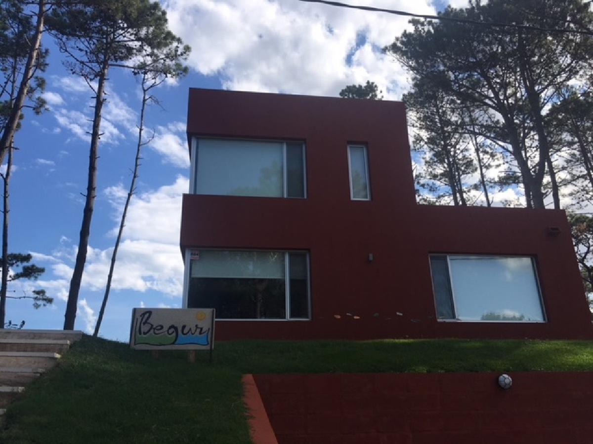 Foto Casa en Venta | Alquiler temporario en  Montoya,  La Barra  Montoya