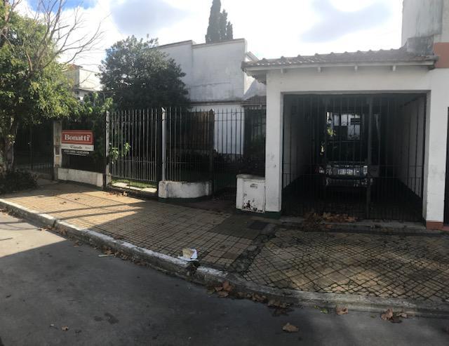 Foto Casa en Venta en  Temperley Oeste,  Temperley  Profesor Mariño 233
