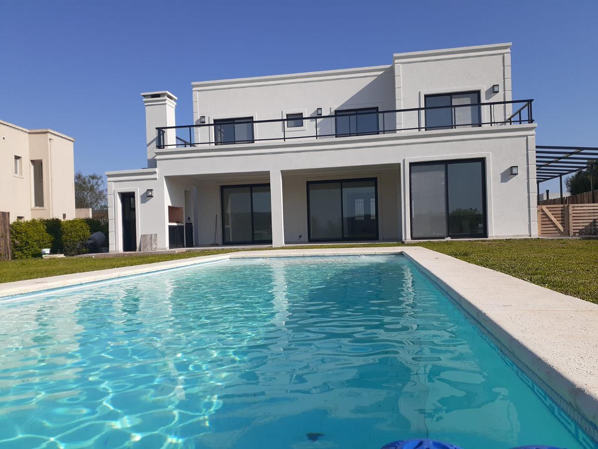 Foto Casa en Venta en  San Matias,  Countries/B.Cerrado (Escobar)  Muy buena casa en dos plantas con vista al agua