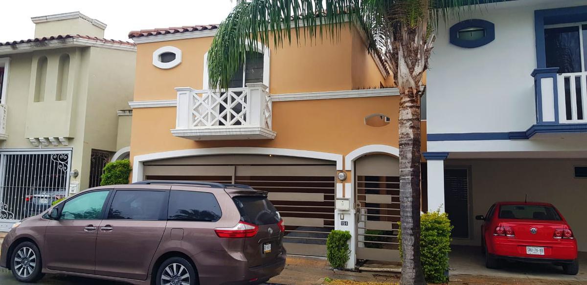 Foto Casa en Renta en  Cerradas de Valle Alto,  Monterrey  Cerrada Alzaga al 100