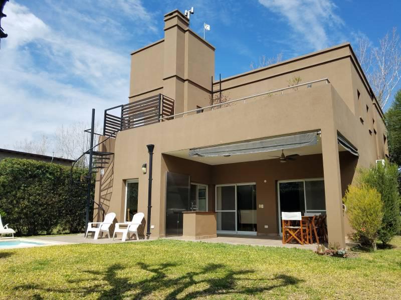 Foto Casa en Venta en  Fisherton,  Rosario  Los Pasos del Jockey - Ugarteche al 500