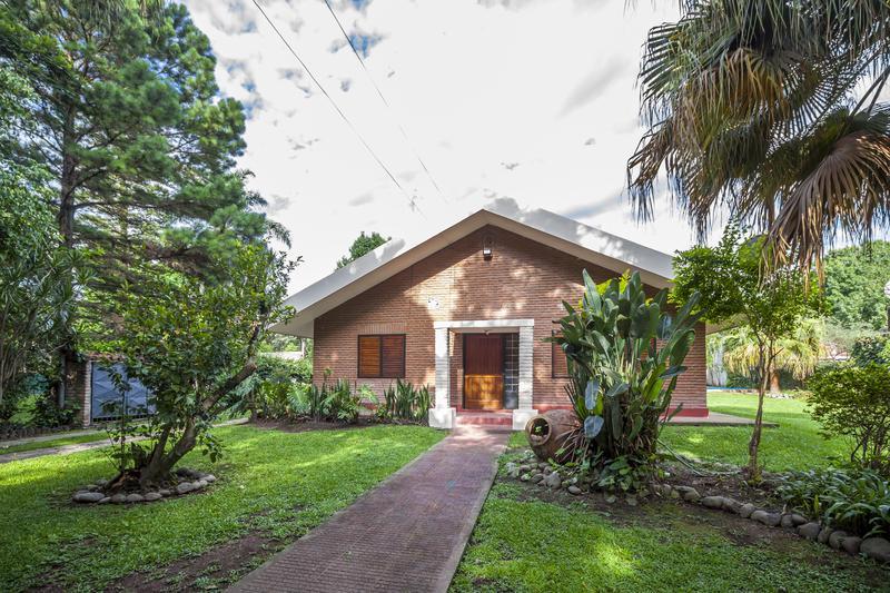 Foto Casa en Venta | Alquiler en  Yerba Buena,  Yerba Buena   COMERCIAL Lola Mora Este