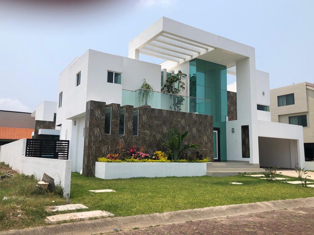Foto Casa en Venta en  Fraccionamiento Lagunas de Miralta,  Altamira  Excelente casa con alberca en Lagunas de Miralta