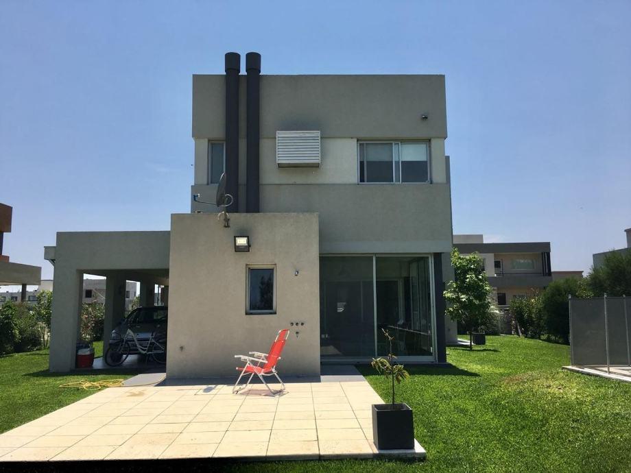 Foto Casa en Venta en  Countries/B.Cerrado (Berazategui),  Berazategui  Calle 47