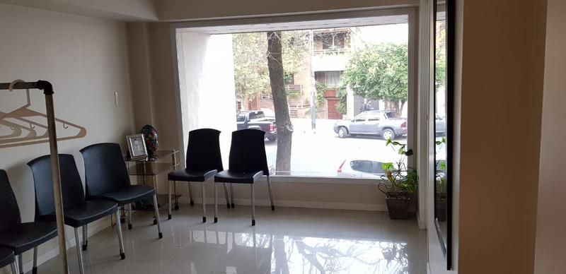 Foto Local en Venta en  Liniers ,  Capital Federal  Venta salón de fiestas 150 m2 en liniers,diseño y categoría, sobre Emilio Castro al 6400, 150 m2 cubiertos