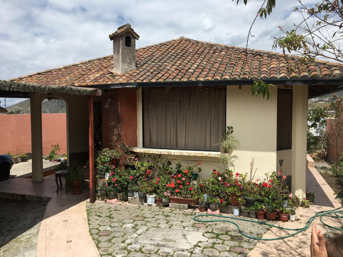 Foto Casa en Venta en  Mitad del Mundo,  Quito  Casa de venta 4D - Mitad del Mundo