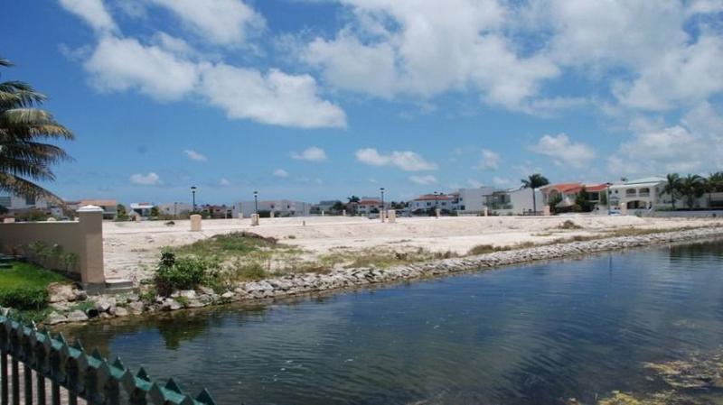 Foto Terreno en Venta en  Cancún Centro,  Cancún  Venta de Terreno en Isla Dorada,  Zona Hotelera
