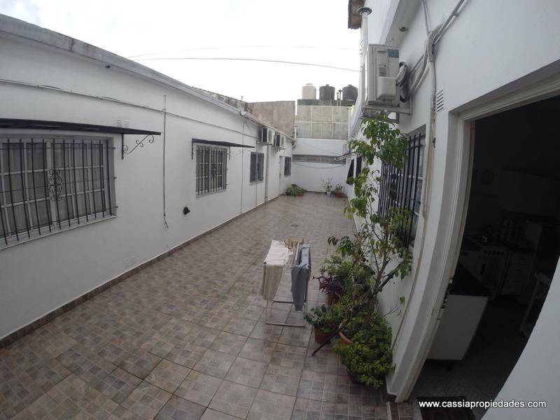 Foto PH en Venta en  Lanús Oeste,  Lanús  HIPOLITO YRIGOYEN 5263