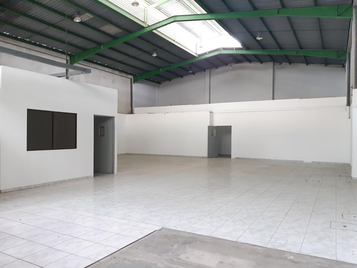 Foto Bodega en Renta en  Pozos,  Santa Ana  Santa Ana/ Bodega con 3 oficinas/ 5 parqueos