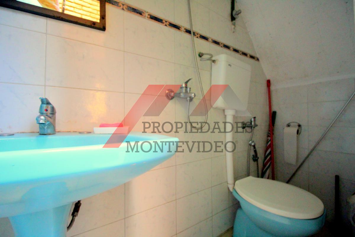 Foto Casa en Venta en  La Blanqueada ,  Montevideo  Acosta y Lara 2400