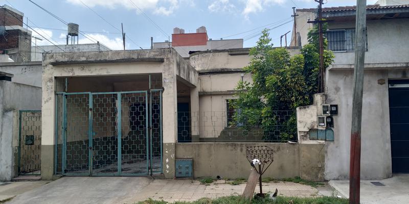 Foto Casa en Venta en  Valentin Alsina,  Lanus  ALFREDO PALACIOS al 3200