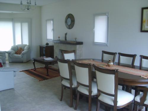 Foto Casa en Alquiler en  San Eliseo Golf & Country,  Countries/B.Cerrado  Casa en San Eliseo 4 ambientes