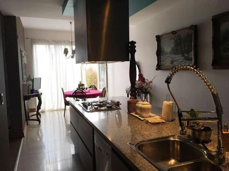 Foto Casa en Venta en  Moron ,  G.B.A. Zona Oeste  Humaita al 800