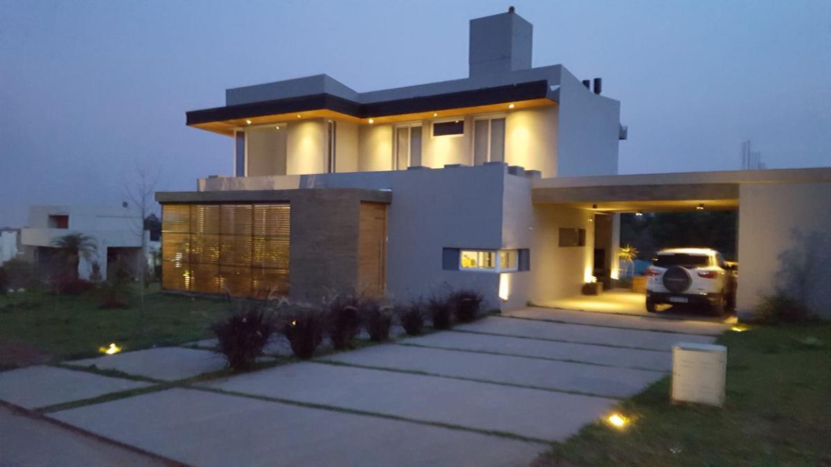 Foto Casa en Venta |  en  Yerba Buena ,  Tucumán  Las Jarillas