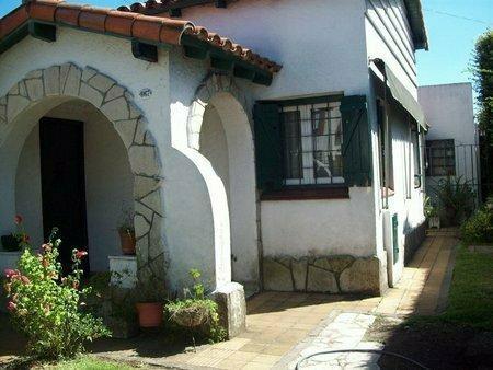 Foto Casa en Venta en  Lomas de Zamora Oeste,  Lomas De Zamora  LAPRIDA 1067