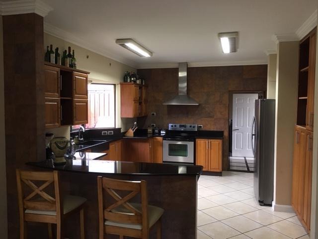 Foto Casa en Venta en  Asuncion,  Belen           Zona tranquila/Familiar/Pet friendly/Seguridad