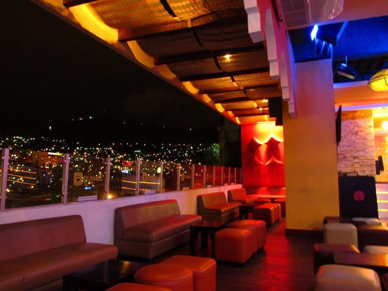 Foto Local en Venta | Renta en  Los Proceres,  Tegucigalpa  Hermoso Local de Esquina en Mall, Tegucigalpa