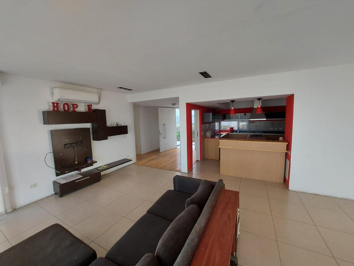 Foto Casa en Venta en  Santa Genoveva ,  Capital  Bocahue | Leloir al 1000