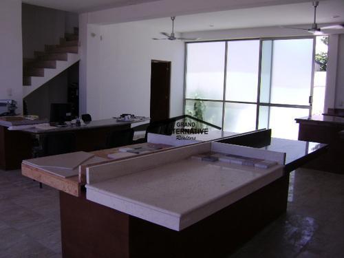 Foto Local en Renta en  Cancún Centro,  Cancún  LOCAL COMERCIAL CON BODEGA. AV. COLOSIO