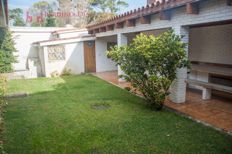 Foto Casa en Venta en  Playa Mansa,  Punta del Este  AVDA FRANCIA