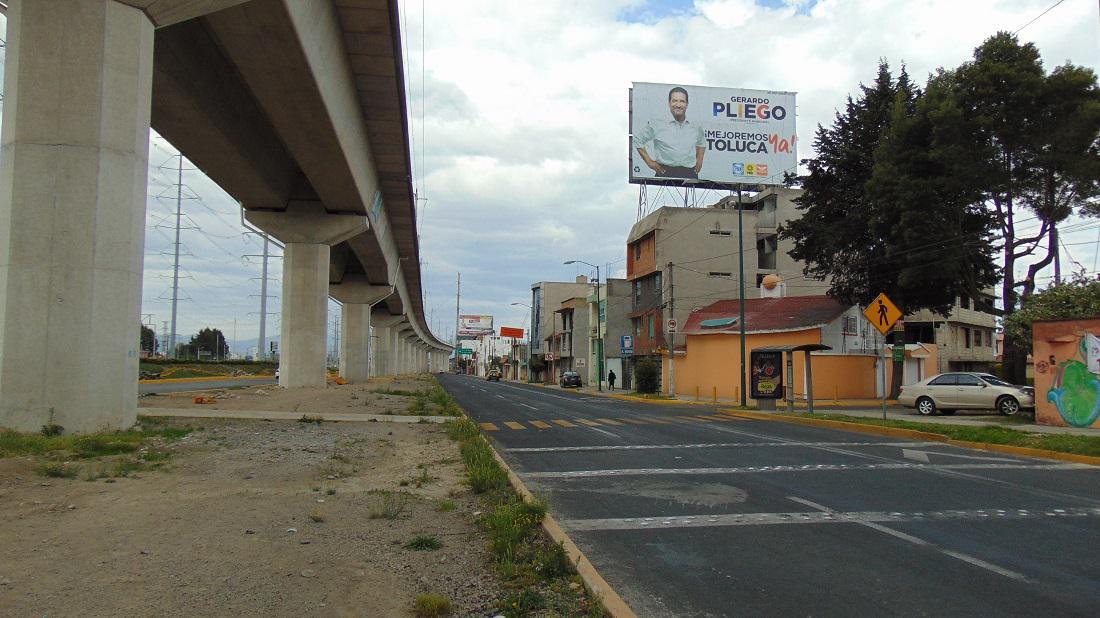 Foto Local en Renta en  Benito Juárez,  Toluca  Espectacular en las Torres antes de 5 de mayo, en Toluca