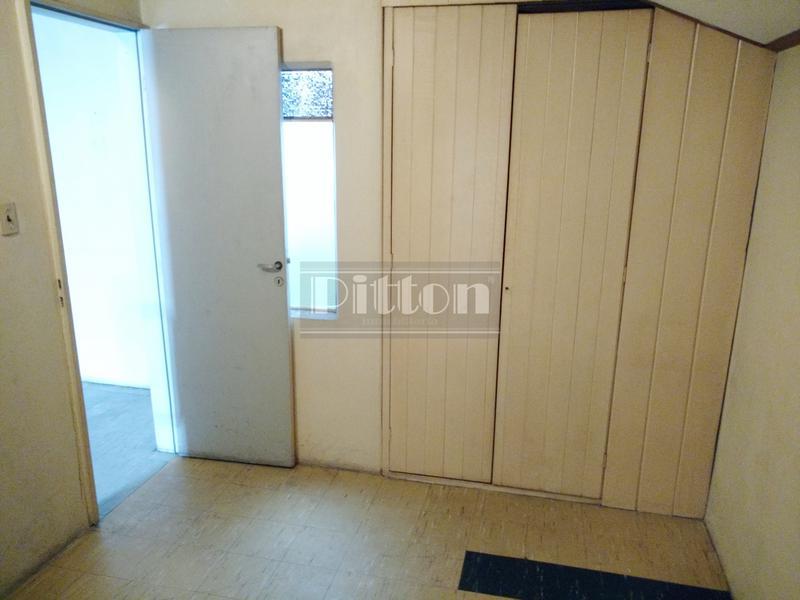 Foto Casa en Venta en  Banfield Este,  Banfield  Arenales 2060