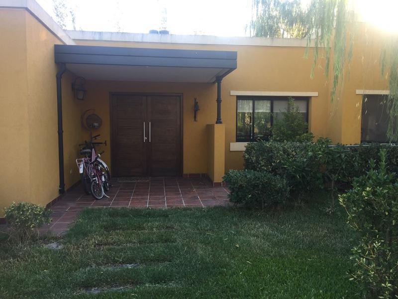 Foto Casa en Venta en  El Centauro,  Countries/B.Cerrado  Casa en El Centauro