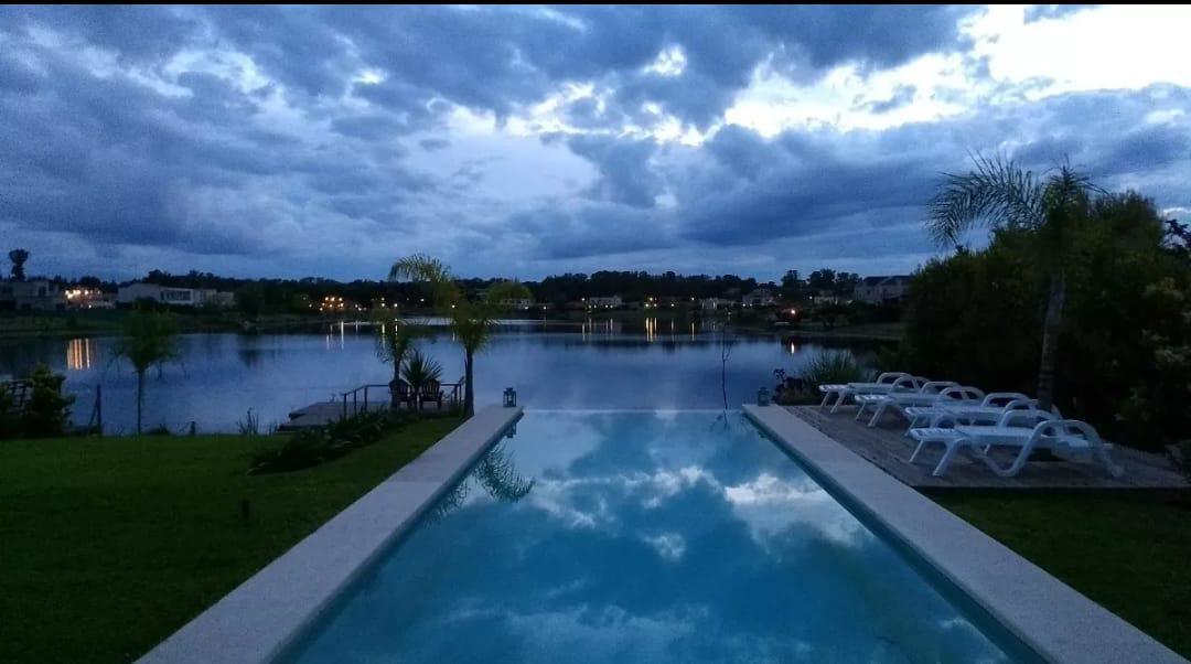 Foto Casa en Venta en  Santa Teresa,  Villanueva  Venta de impecable  casa al lago  4 dorm. - Sta. Teresa, Villanueva - Tigre