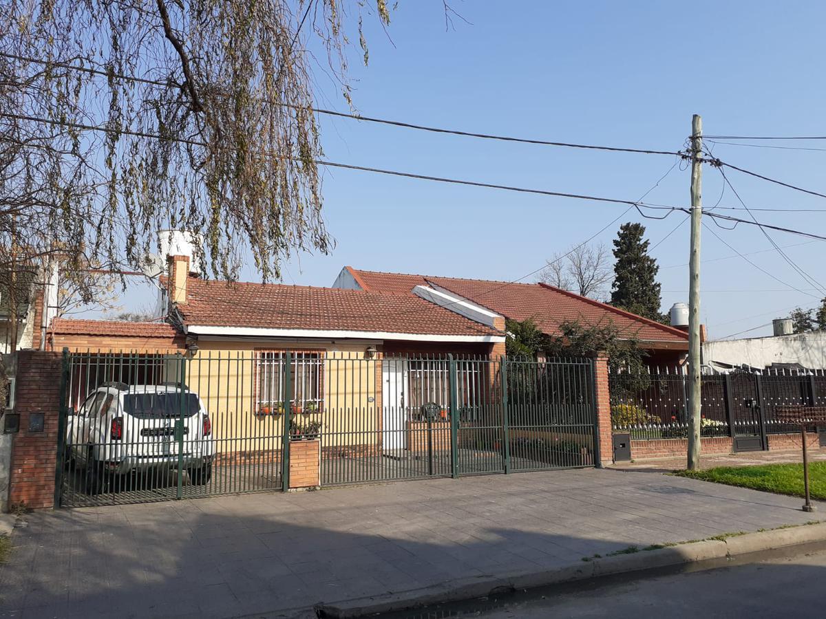 Foto Casa en Venta en  Llavallol,  Lomas De Zamora  Olleros 677