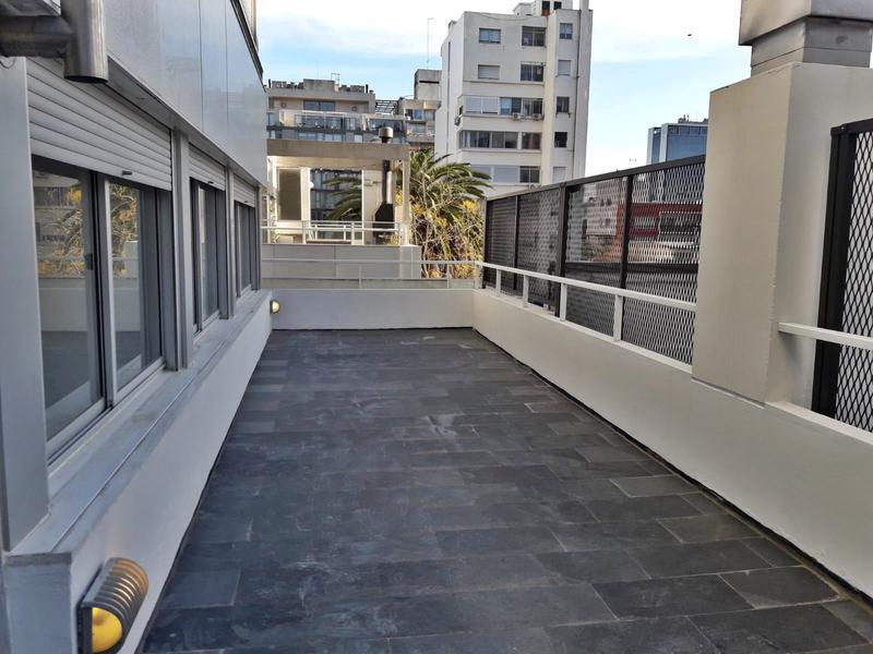 Foto Departamento en Alquiler en  Punta Carretas ,  Montevideo  Dos dormitorios, luminoso,  a metros de la rambla, garaje y gran terraza