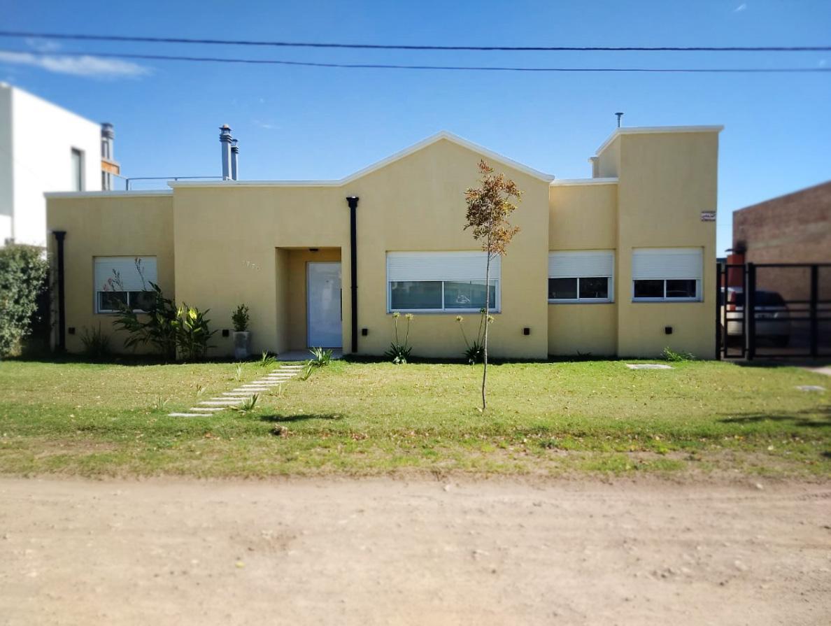 Foto Casa en Venta en  Bahia Blanca ,  Interior Buenos Aires  Cramer al 3700