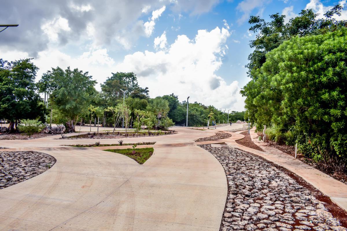 Foto Terreno en Venta en  Supermanzana 325,  Cancún  TERRENO EN VENTA EN CANCUN EN RESIDENCIAL PASEO DE LA SELVA II