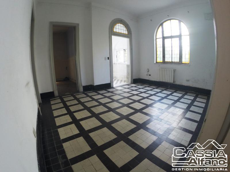 Foto Casa en Venta en  Lomas de Zamora Oeste,  Lomas De Zamora  LAS HERAS 596