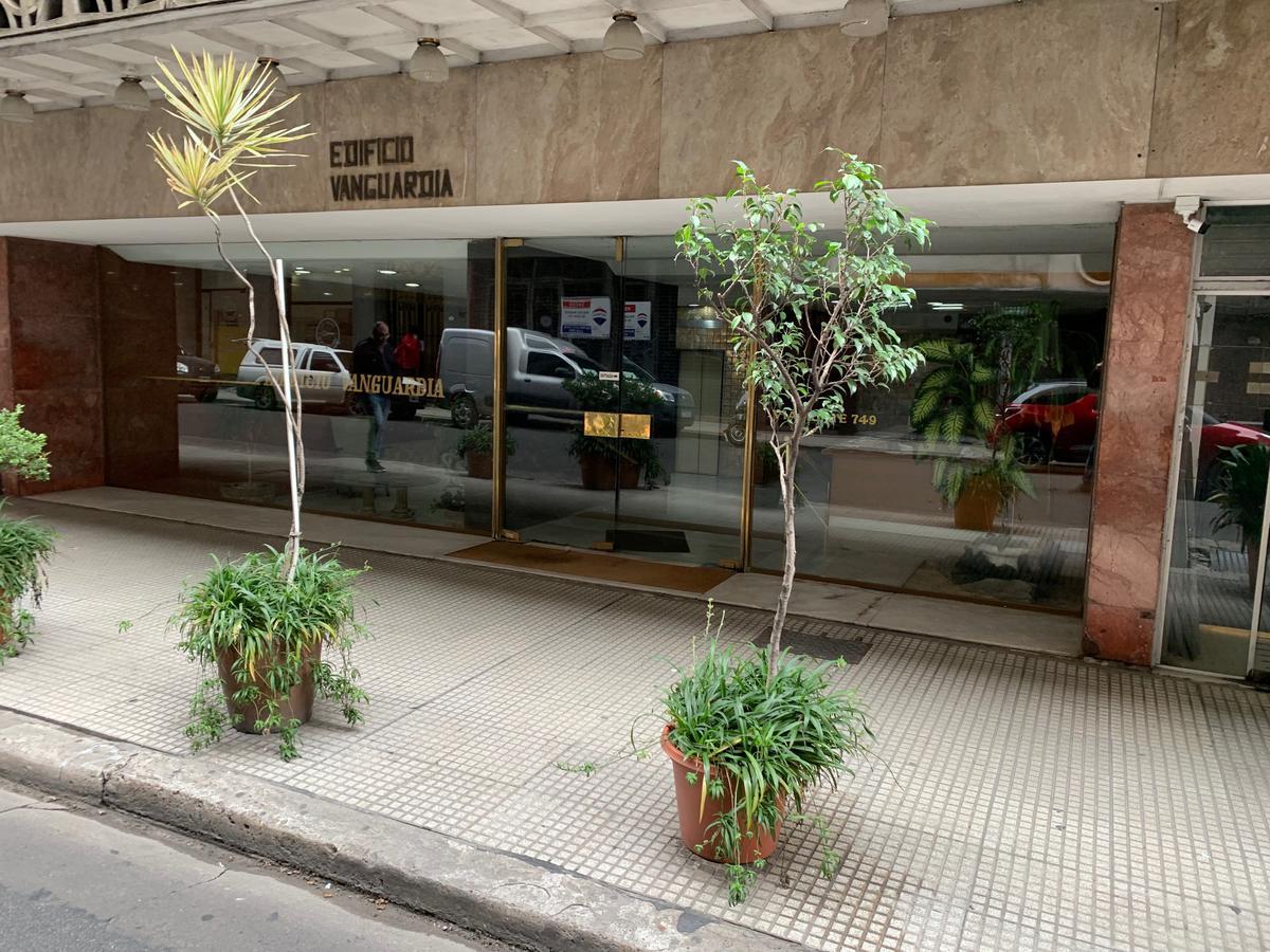 Foto Departamento en Alquiler en  Monserrat,  Centro (Capital Federal)  Viamonte al 700