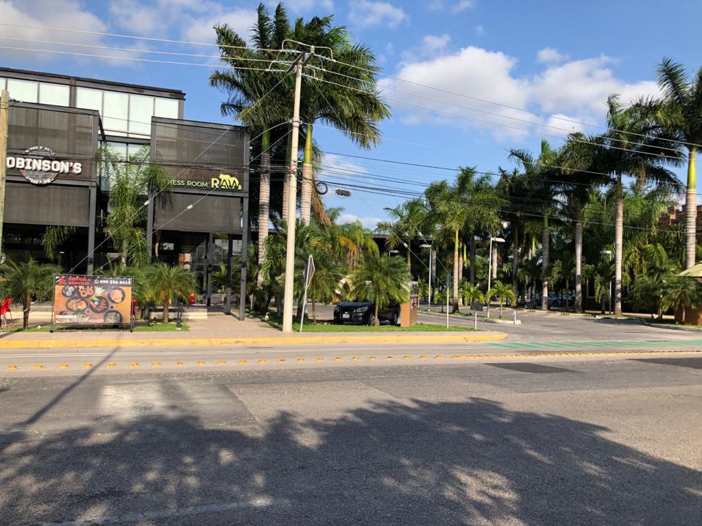 Foto Local en Renta en  Industrias No Contaminantes,  Mérida  Local en plaza comercial en renta 238m², a la entrada de industrias no contaminantes, ideal para call center, restaurante, boutique, etc., planta alta, con amplio estacionamiento