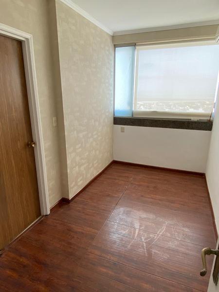 Foto Oficina en Alquiler en  Ciudad Vieja ,  Montevideo  Plaza Independencia, oficinas  para entrar , piso alto