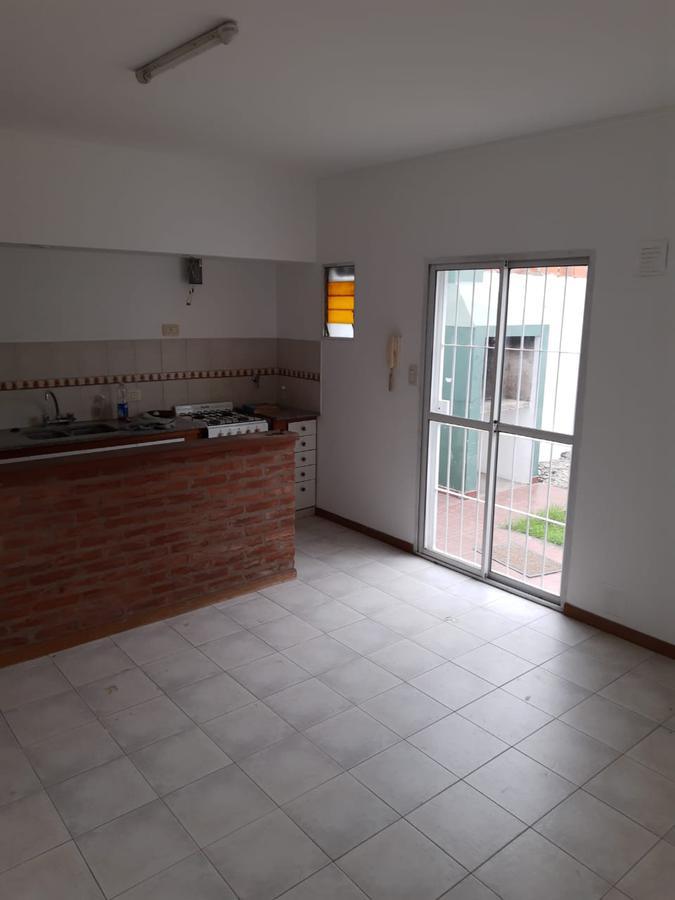 Foto Departamento en Alquiler en  Tolosa,  La Plata  526 e/ 119 y 120