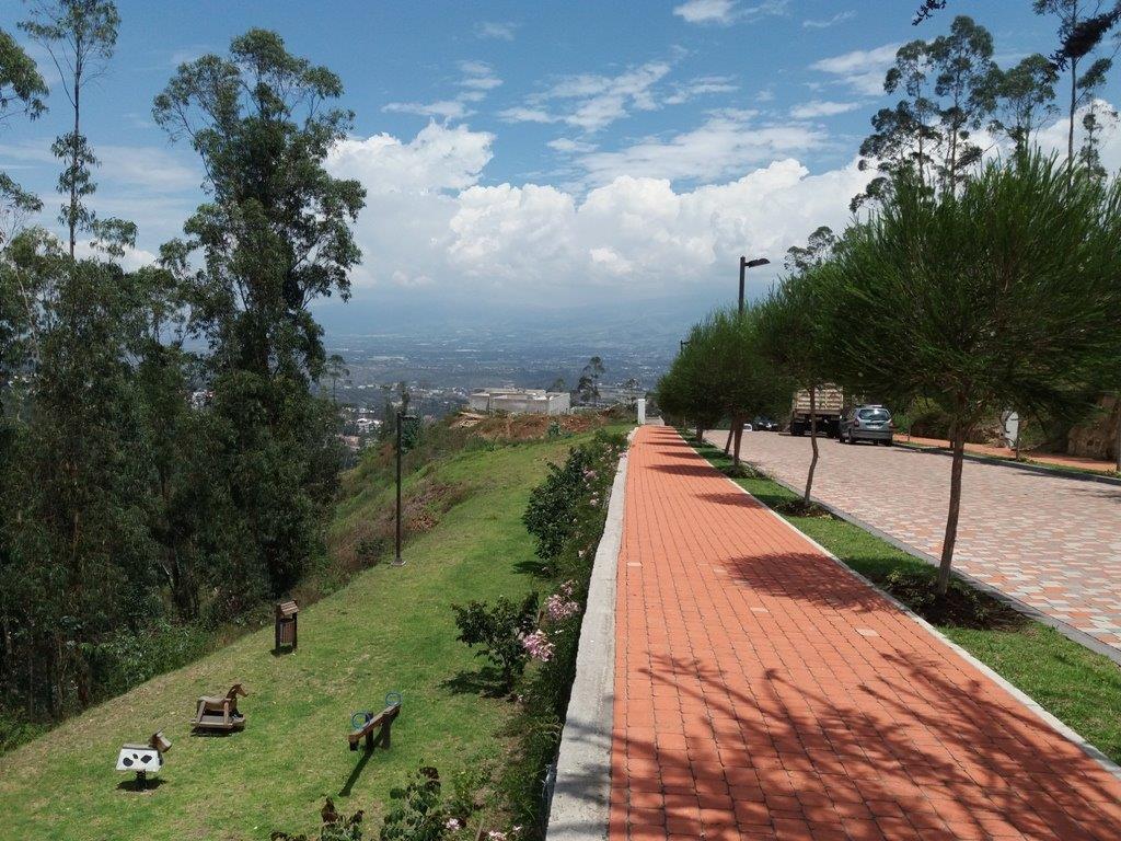 Foto Terreno en Venta en  Cumbayá,  Quito      Urbanización exclusiva en Cumbayá, lote de 1.180 m2,  $315 el m2